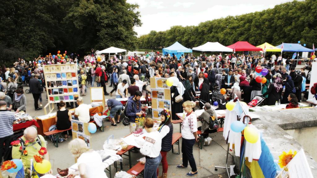 Brückenfest stößt auf großes Interesse: über 60 interkulturelle und zivilgesellschaftliche Initiativen nehmen teil. Oberbürgermeister hat Besuch zugesagt. Organisationsteam sucht noch Unterstützung.