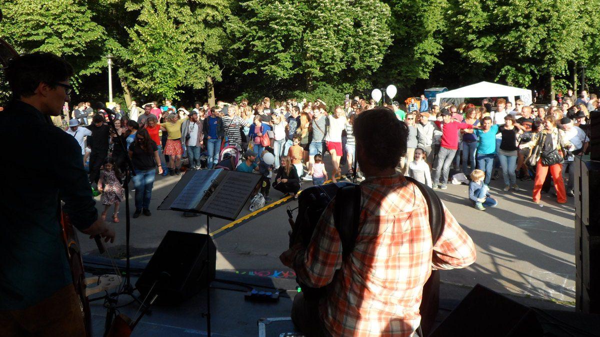 Bühnenprogramm beim Brückenfest am 26. August: regional und zugleich multikulturell