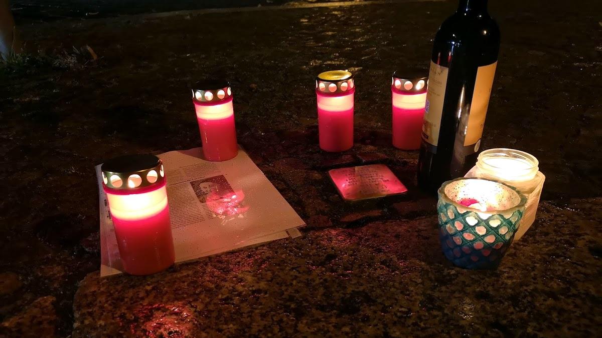 Stolpersteine putzen. Tag der Befreiung feiern. Der Opfer gedenken.